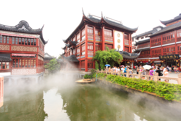 Traditional Chinese teahouses around Yu Yuan Bazzar in Shanghai Old City
